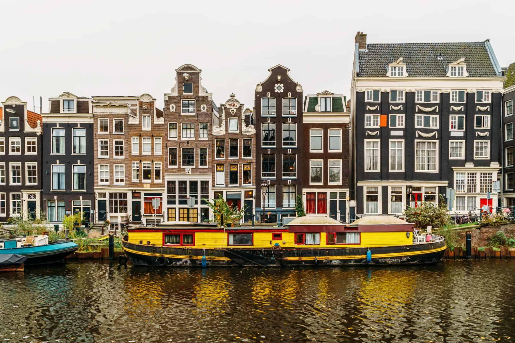 casele pe apa din amsterdam