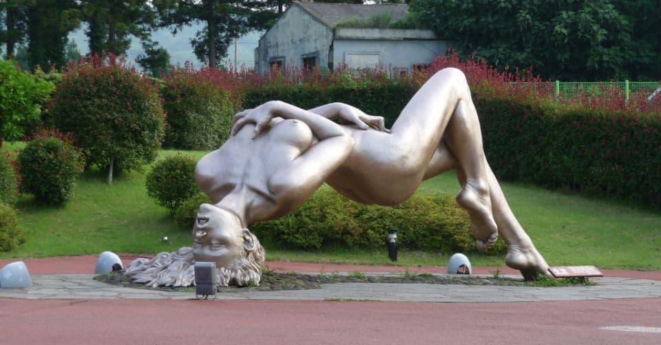 penisuri prin sculpturi
