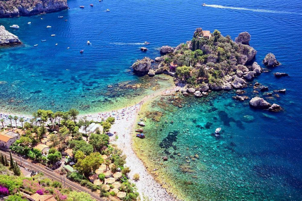 Plajă în Taormina