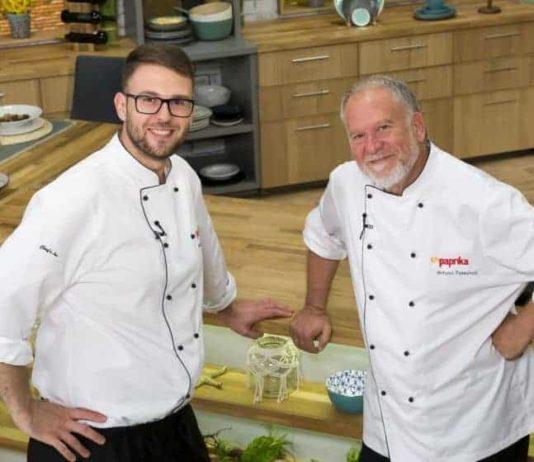 Antonio și Michael în bucătărie