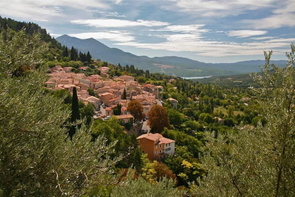 Moustiers Sainte-Marie cele mai frumoase sate din Franța