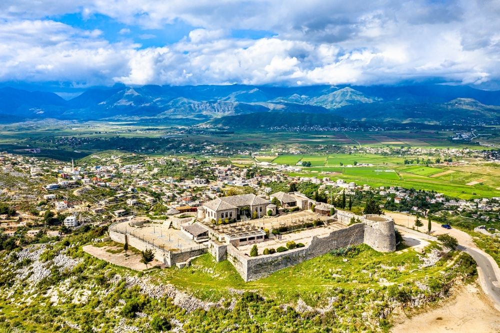 Castelul Lekuresi
