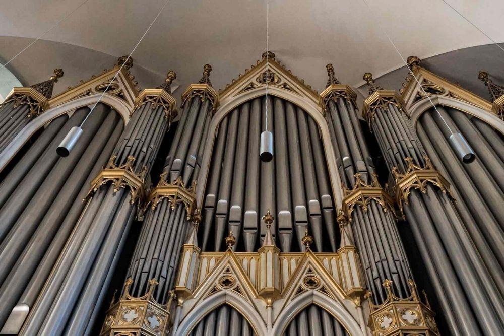 orga biserica neagra